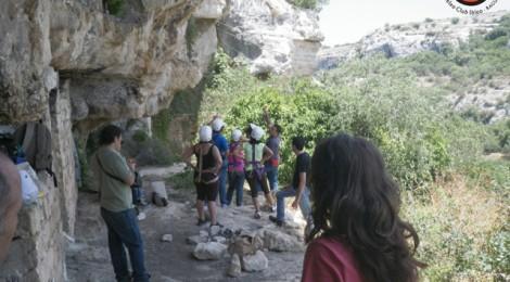 Gli insediamenti rupestri degli Iblei - speleotrekking